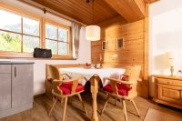 1_appartement_hackler_pension_bergwald_alpbach_essbereich.jpg